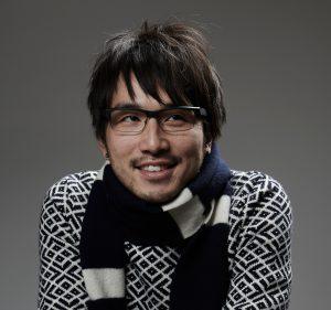 江夏 由洋 Yoshihiro ENATSU(映像作家 / マリモレコーズ専務)TBSディレクターを退職後、兄弟で株式会社マリモレコーズを運営する。プロダクションとして企画を立て、自社が所有するスタジオにて撮影・編集を行い、ノンリニア編集における4Kやlogなど最新の映像技術を取り入れた斬新なワークフローで新しい映像界の理論的リーダー役を担う。ロバート・キャパ達が設立した世界最強の写真家集団「マグナム」の写真家達をドキュメントした映像「HOME Project」では世界中に取材に飛び回り、映像制作とディレクション力は世界で高く評価された。